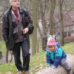 Bogdan z wnuczką Kasią. Rok po usłyszeniu diagnozy (2001-11-11)