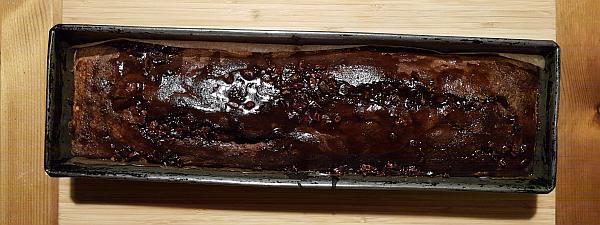 Pyszny, wyrafinowany murzynek z kruszonymi ziarnami kakao BIO